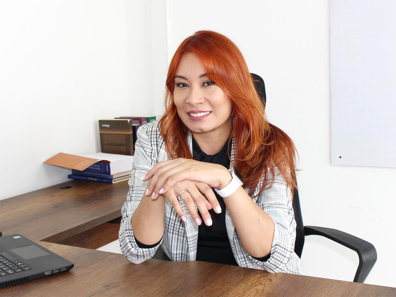 aci-cristina-carmona-escritorio-medium